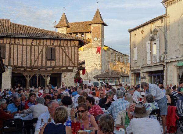mooie dorpen Lot-et-Garonne Vilereal Zuid-Frankrijk eetmarkt