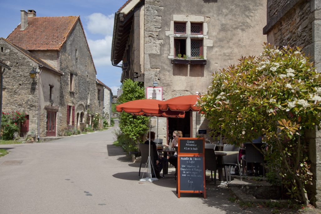 Chateauneuf Bourgogne prachtig dorpje met kasteel