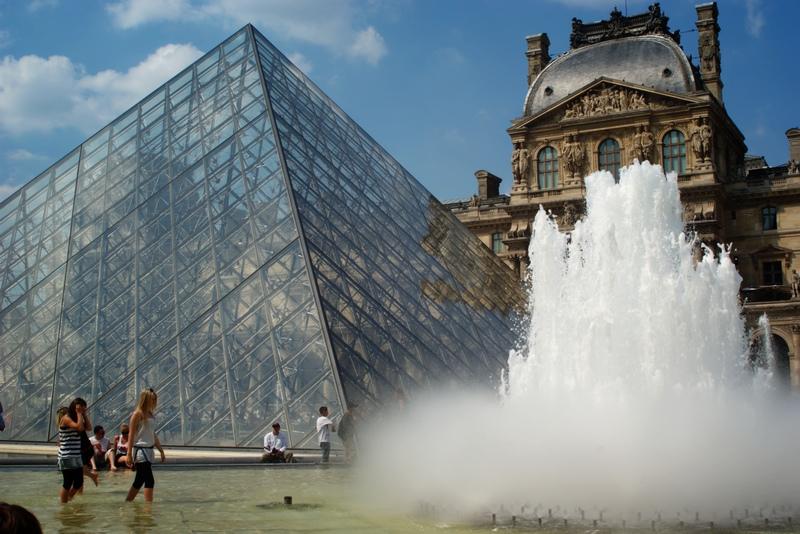 Parijs mooiste fonteinen Louvre