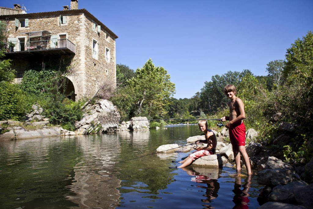 Nederlandse camping Languedoc aan riviertje