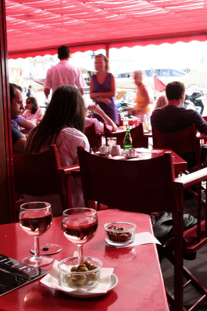 Saint-Tropez Sénequier terras haven mensen kijken
