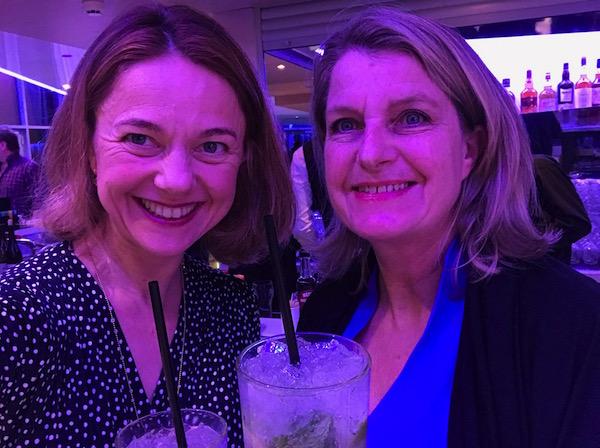 Josee en Carole drinken gratis Mojitos bij Club Med
