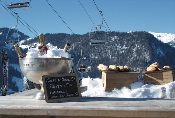 champagne op de piste in La Clusaz
