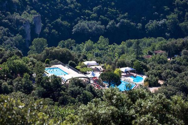 Zwembad van naturistencamping La Sabliere