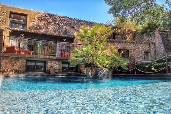Oase van planten en zwembad bij hotel casa 9