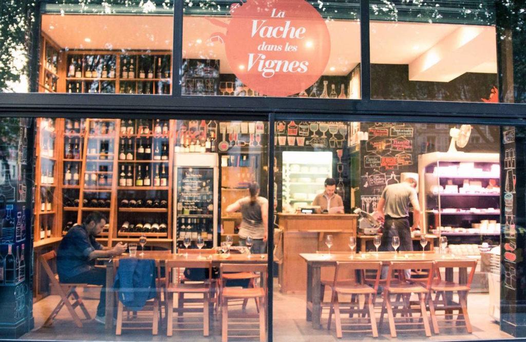 wijnbar en kaaswinkel in Parijs