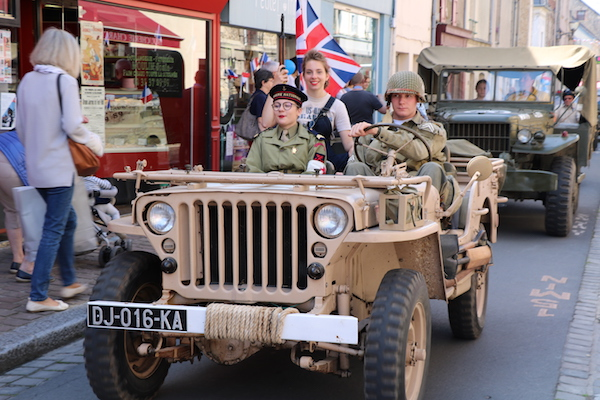 D-Day jeep Normandië herdekingen