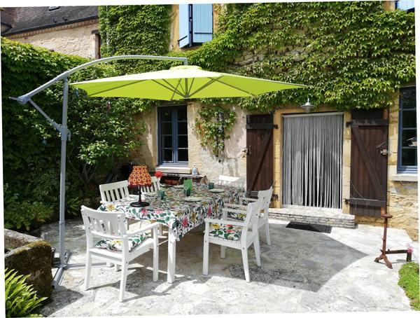 platteland tweede huis in Frankrijk Dordogne buiten eten