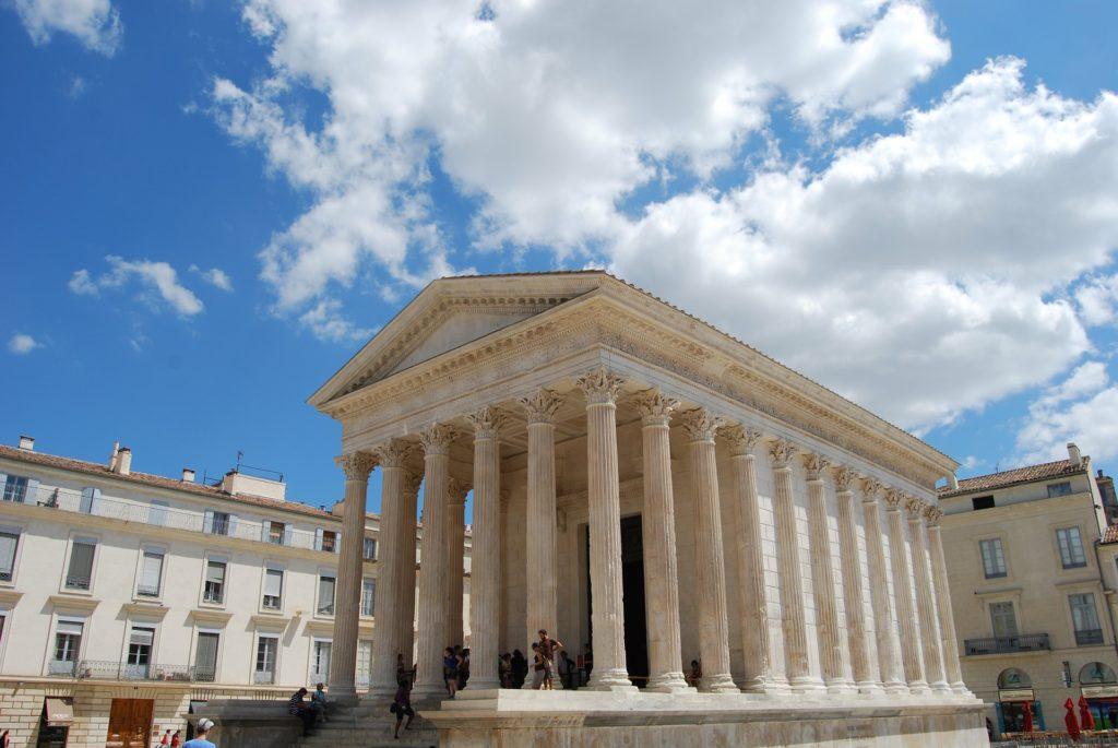 Nimes binnenstad Romeinse tempel