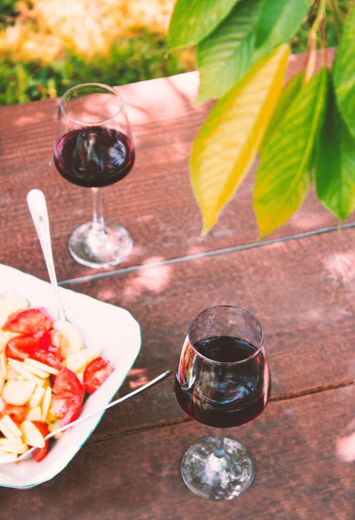 Zomerrood gekoelde rode wijn