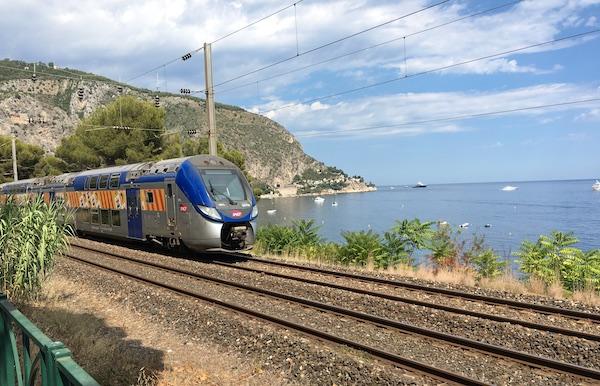 trein van Nice naar Eze andere badplaatsen