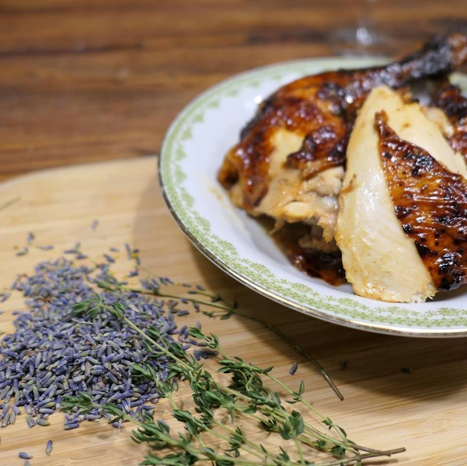 Kip met lavendel en vijgen