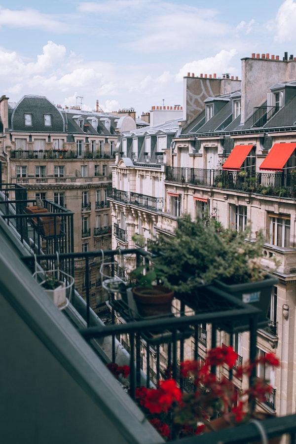 Parijs balkkon quarantaine