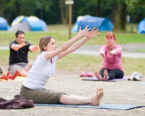 yoga camping Huttopia Normandië