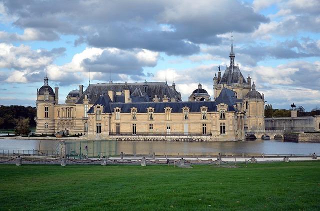 Chantilly kasteel boven Parijs