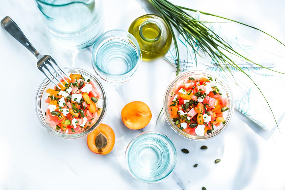 Salade van abrikoos, geitenkaas en watermeloen