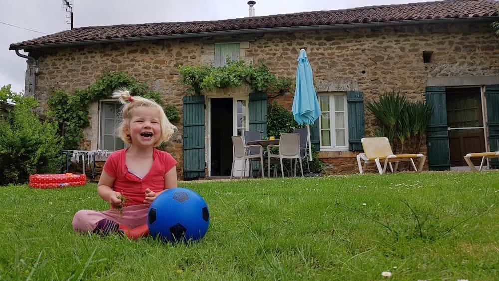 Gîte-Thiviers-Kleinschalig-kindvriendelijk-vakantiepark-Dordogne