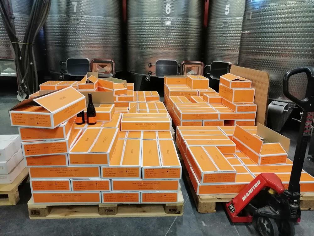 Oranje-etiketten wijn-proeven-languedoce-wijngaarde