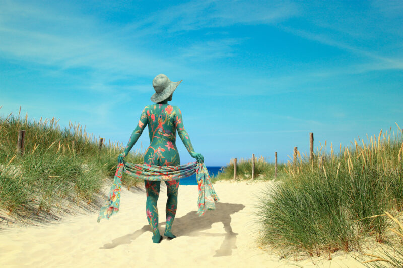 France4Naturisme-Gekleurd-naakt-strand