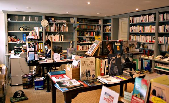 Franse boekwinkel op Amsterdamse gracht