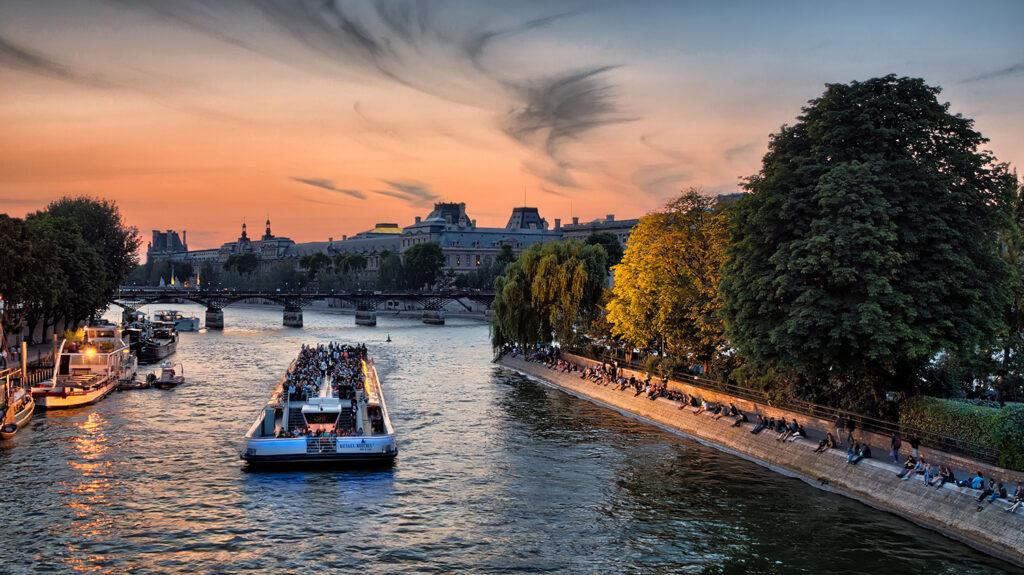 Paris Seine boat